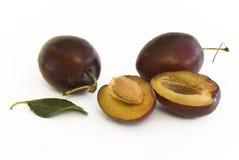 As frutas da ameixa com halve Imagem de Stock Royalty Free