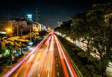 As fugas da luz do carro na cidade fotografia de stock
