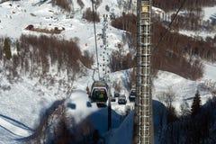 As gôndola levantam na estância de esqui de Rosa Khutor, Sochi, Rússia Foto de Stock