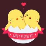 As galinhas bonitos do bebê dos gêmeos no ovo vector o cartão do feliz aniversario ilustração stock