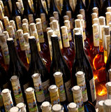 As garrafas da poção mágica iluminaram pela luz solar natural Foto de Stock Royalty Free