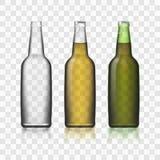 As garrafas de vidro 3d realístico de cerveja ajustaram-se no fundo transparente Imagens de Stock Royalty Free