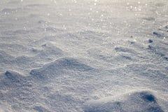 As grões da neve fecham-se acima Borrado na distância Fotografia de Stock Royalty Free