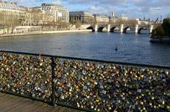 As grelhas constroem uma ponte sobre, Paris Fotografia de Stock Royalty Free