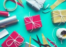 As ideias dos conceitos da festa de anos da celebração com decoram a caixa de presente Fotos de Stock