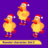 As ilustrações do vetor ajustadas incluem três poses eretas do caráter do galo vestidas no terno do Natal em desenhos animados en Imagem de Stock Royalty Free