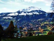 As inclinações suaves da montanha de Grossberg, acima do vale de Seeztal fotografia de stock royalty free