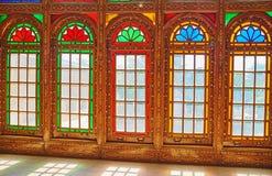 As janelas de vitral velhas, casa de Qavam, Shiraz, Irã Fotografia de Stock Royalty Free