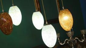 As lâmpadas coloridas, usadas nas decorações e nos eventos, usam-se como a imagem de fundo para decorar, lâmpadas tradicionais filme