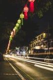 As lanternas e a luz arrastam no festival de Loy Krathong em Chiang Mai imagens de stock royalty free