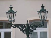 As lanternas velhas do gás em Kaiserswerth Alemanha mantiveram bem e ainda usaram-se, um porão dobro imagem de stock royalty free