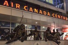 As legendas enfileiram no centro de Air Canada, Toronto Fotografia de Stock