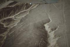 As linhas famosas de Nazca no Peru, aqui voc? pode ver a figura de um colibri imagens de stock