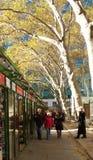 As lojas do feriado, vila do inverno em Bryant Park, NYC, EUA Fotos de Stock Royalty Free