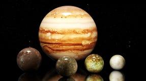 As luas e a estrela do Júpiter Elementos desta imagem fornecidos pelo NA Imagens de Stock