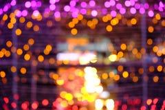 As luzes borraram o fundo do bokeh dos bulbos do diodo emissor de luz Fotos de Stock