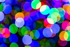 As luzes da cidade colorida abstrata do bokeh do fundo na noite imagens de stock