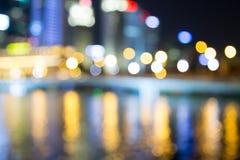 As luzes da noite da cidade de Singapura borraram o bokeh Fotografia de Stock Royalty Free