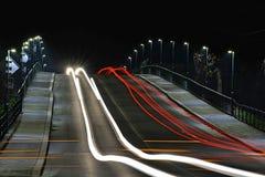 As luzes dos carros moventes foto de stock