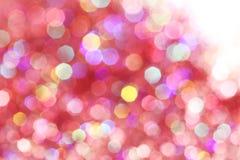 As luzes suaves vermelhas, cor-de-rosa, brancas, amarelas e de turquesa abstraem o fundo - cores escuras Foto de Stock