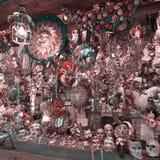As máscaras do carnaval de Veneza estão em uma mostra-janela da loja Veneza, Italy imagens de stock royalty free