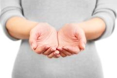 As mãos abertas da mulher. Fotos de Stock
