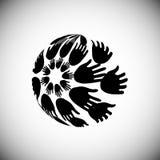 As mãos arranjaram na forma do globo, conceito do voluntário Imagens de Stock