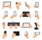 As mãos com dispositivos vector a mão que guarda o grupo da ilustração do telefone ou da tabuleta de caráter que trabalha no disp Foto de Stock