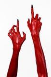 As mãos com pregos pretos, mãos vermelhas de Satã, tema de diabo vermelho de Dia das Bruxas, em um fundo branco, isolado Imagens de Stock