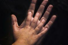 As mãos da irmã Imagens de Stock