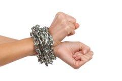 As mãos da mulher acorrentadas junto Foto de Stock