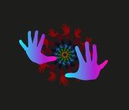 As mãos das crianças como o símbolo da equipe funcionam, inovação, unidade. Fotos de Stock