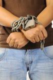 As mãos do homem amarradas com correntes Imagem de Stock Royalty Free