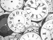 As mãos do tempo: Faces do relógio do vintage Fotografia de Stock Royalty Free