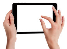 As mãos fêmeas que guardam uma tabuleta tocam no computador com Imagens de Stock