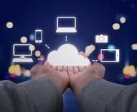 As mãos guardam uma nuvem Imagens de Stock