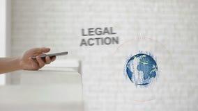 As mãos lançam o texto do holograma do ` s da terra e da ação jurídica vídeos de arquivo