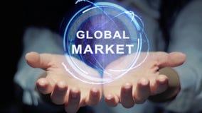 As mãos mostram a holograma redondo o mercado global vídeos de arquivo
