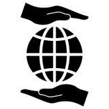 As mãos protegem a terra Imagens de Stock Royalty Free