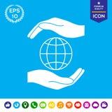 As mãos que guardam a terra - proteja o ícone Imagem de Stock Royalty Free