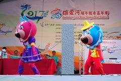 As mascote executam músicas chinesas Fotos de Stock Royalty Free