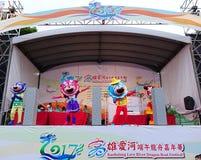 As mascote executam músicas chinesas Imagens de Stock