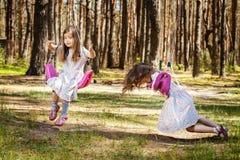 As meninas estão balançando em balanços Imagens de Stock Royalty Free