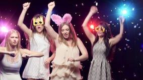 As meninas na solteira party a dança e o divertimento ter video estoque