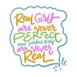 As meninas reais são nunca perfeitas e as meninas perfeitas são nunca reais Rotula??o tirada m?o Cita??es inspiradores Escova mod ilustração do vetor