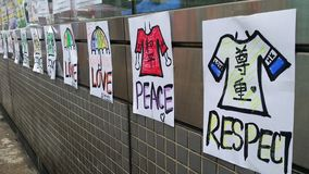 As mensagens do amor & da paz na estação de MTR na estrada de Nathan ocupam os protestos 2014 de Mong Kok Hong Kong a revolução d Imagem de Stock