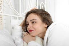 As mentiras da menina na cama apenas acordaram Fotografia de Stock Royalty Free