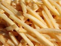 As microplaquetas de batata fritaram no petróleo Fotografia de Stock Royalty Free