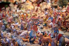 As mini esculturas no Natal introduzem no mercado Viena, Áustria foto de stock