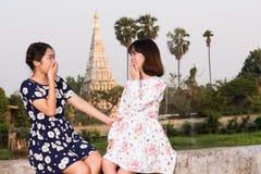 As moças apreciam rir imagem de stock royalty free